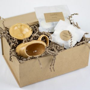 golden coloured UK made ceramic wax burner with two biodegradable packets containing natural wax melts and candles, no synthetics all hand poured, Sustainable sources.